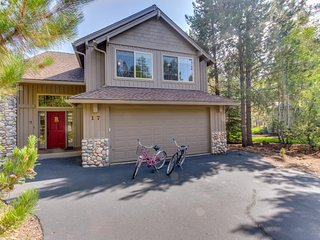 Cozy, dog-friendly home w/ private hot tub & SHARC access - great location!