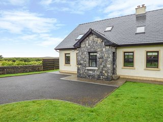 1 COIS CLOICHE, detached, en-suite, private enclosed gardens, in Lisdoonvarna