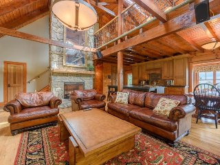Upscale 6BR Ridgetop Estate in Banner Elk with Long Range Views, Hot Tub, Pool