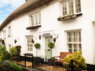 VINEYARD COTTAGE, Grade II listed thatched holiday home, woodburner, walks from