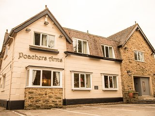 POACHER'S ARMS, all bedrooms with TV and en-suite, games room, in Hope, Ref 9481