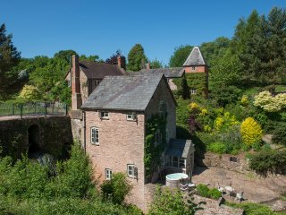 MILL COTTAGE, WiFi, former watermill, luxurious accommodation, wood-fired hot tu