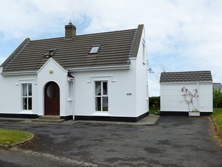 COLBHA, WiFi, Sky TV, stunning sea views, beach short stroll, open fire, near