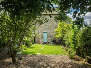 WEST WING COTTAGE, stone-built wing, woodburning stove, pet-friendly, romantic r