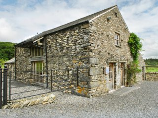 MUNGEON BARN luxury accommodation, hot tub, woodburning stove, fabulous views in