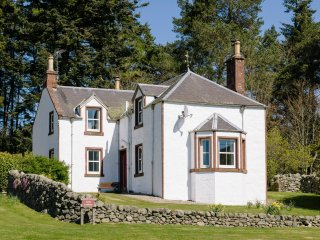 ROTTAL FARMHOUSE, detached, en-suite, open fire, woodburning stove, glen views