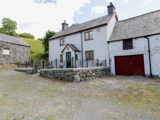 MAERDY COTTAGE detached farmhouse, high standard, woodburning stove, WiFi, Corwe