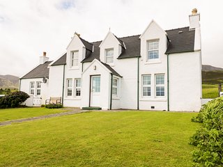 TIGH DHOMHNAILL, stone-built, king-size bed, lawned garden, beach within walking