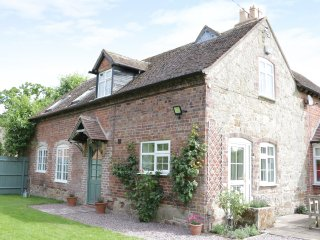 RECTORY COTTAGE, detached, woodburner, ample parking, garden, in Cound