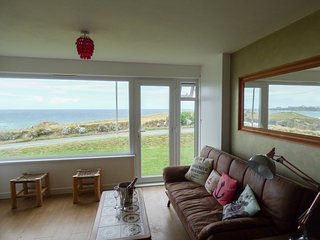 SPINDRIFT, pet-friendly, opposite the beach, parking, Porth near Newquay, Ref. 9