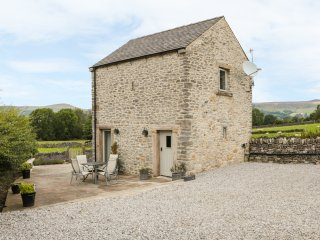 WORTLEY BARN, patio with furniture, great base for walking, Ref 914110