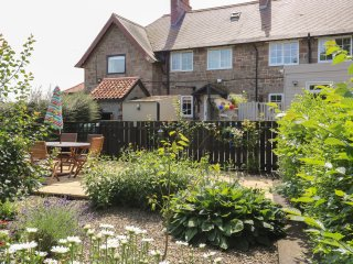 THE BARMOOR RETREAT, family friendly, country holiday cottage, with a garden in