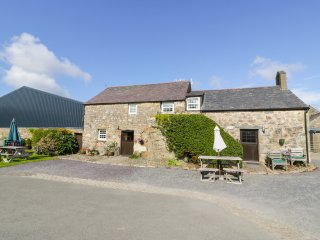 STABLE 1, family friendly, country holiday cottage, with a garden in