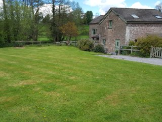 THE STABLE, barn conversion, garden, river fishing available in Marstow, Ref