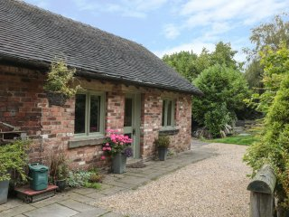 BAY TREE, pet friendly, country holiday cottage, with a garden in Turnditch, Ref