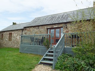 THE BYRE, pet friendly, character holiday cottage, with hot tub in Milton, Ref 3