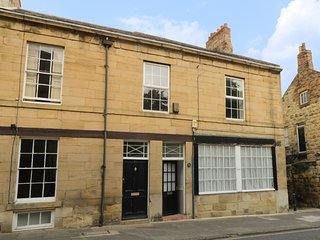 ALNWICK HOUSE, Grade II listed, central location, games room, shared patio, in A