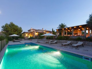 Can Iroca, Villa in Alcudia with private pool and stunning views. Sleeps 9