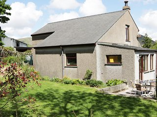 THE GRANARY, detached, woodburning stove, conservatory, parking, patio, in Broug