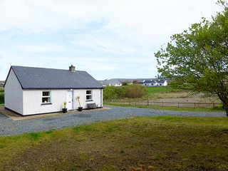 STRAND COTTAGE, dog-friendly, single-storey cottage in Derrybeg, Ref 25547