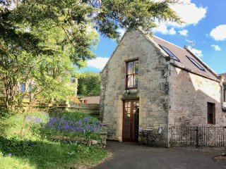 ALLERTON HOUSE STABLES, pet-friendly cottage, grounds, close amenities in