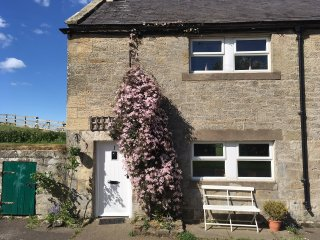 RYEHILL FARM COTTAGE, woodburner, pet-friendly, garden, in Thropton, Ref 23687