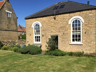 ST. MARY'S MISSION ROOM, pet friendly, character holiday cottage, with a garden