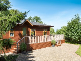 FIRS LODGE, romantic, luxury holiday lodge, with hot tub, golf in Narbeth, Ref 2