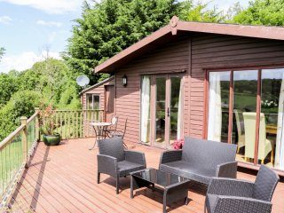 SUMMERTIME LODGE, ground floor, WiFi, off road parking, spacious decked area