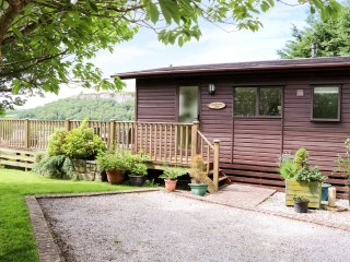 SUMMERTIME LODGE, ground floor, WiFi, off road parking, spacious decked area, in