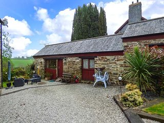 BARN COTTAGE, country holiday cottage, with a garden in Dobwalls, Ref 1735