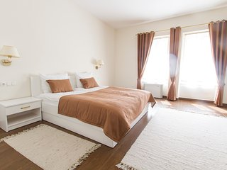 Villa Istenic - Deluxe Room with Queen Size Bed