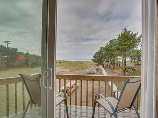Dog-friendly oceanfront studio w/ lovely views - the beach is your back yard!