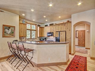 4Br/4.5Ba Steps to lifts in Arrowhead with Holidays Open