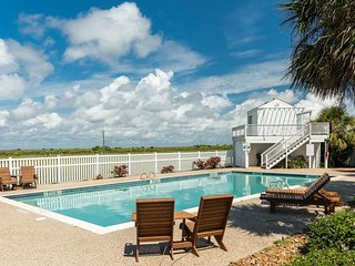 Large family home w/ Gulf view, beach access & shared pool/hot tub - 2 dogs OK!