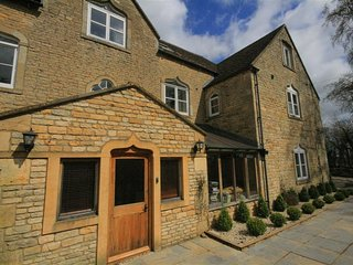 South Hill Farmhouse, Stow on the Wold sleeps 22 people