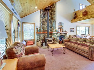 Spacious ski-in/ski-out home in wooded setting - jet tub, shared pool & hot tub