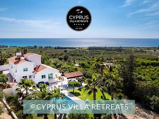 VILLA OLIVIA, Very Private 5 Bed, Big Pool, 1 min to beach, Games Room, Sea View
