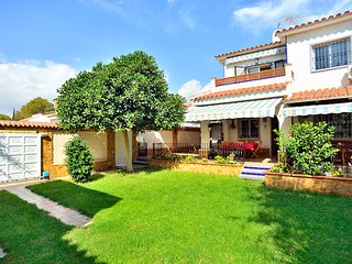 Villa Carolina, private garden, pool, WiFi