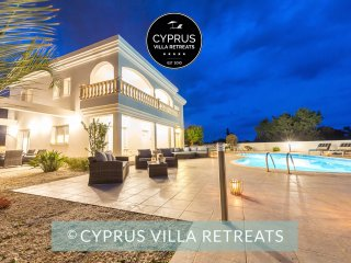 VILLA NATASHA, Luxury 5 Bed, Private Pool, Hot Tub, Nr Coral Bay & Akamas Park