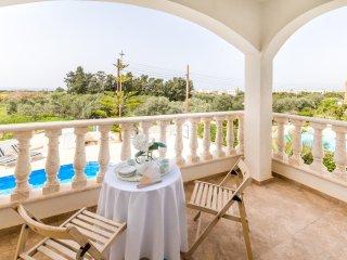 VILLA NATASHA, Luxury 5 Bed, Private Pool, Hot Tub, Nr Coral Bay & Akamas Park