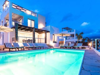 Villa Siena, Walking to Main Strip, Heated Pool, Hot Tub, 5' to Beach, Roof Gdn