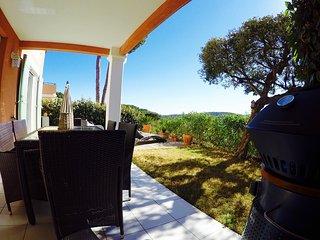 Grand T2, Sud,belle vue,wifi,climatisation,moustiquaires,vélos électriques! RARE