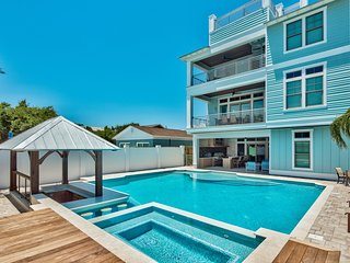RESORT STYLE POOL! Gulf Views and  Beach Access within Steps!