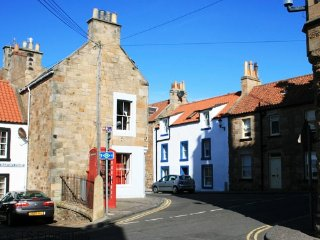 Bakerswell House - 5 bedroom coastal property in the heart of Anstruther, Fife.