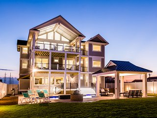 Sweet Carolina- Luxury Oceanfront Vacation Home w/ Cabana Service