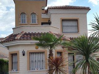 3 bedroom villa, sleeps 6, no smoking,  Urb. El Raso
