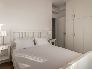 Milos Waves Luxury Apartment (Ground Floor)