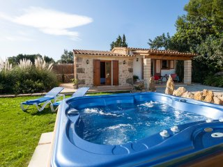 Cozy Villa Gelat with Private Jacuzzi & Well located