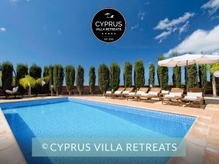 Luxury 5* VILLA HADI, Private HEATED Pool, HOT-TUB,Sea Views